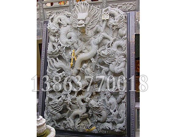 雕刻好的石雕九龙壁